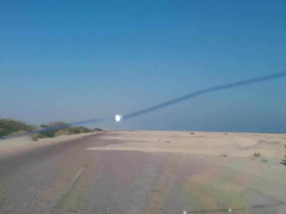 الرمال خطر يهدد حياة مستخدمي الطريق الساحلي الدولي عدن حضرموت
