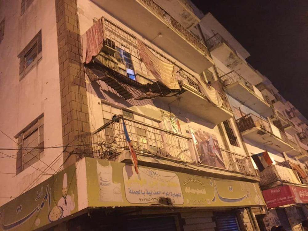 إصابة مواطنة في إنهيار شرفة شقتها بالشارع الرئيسي بالمعلا  ..