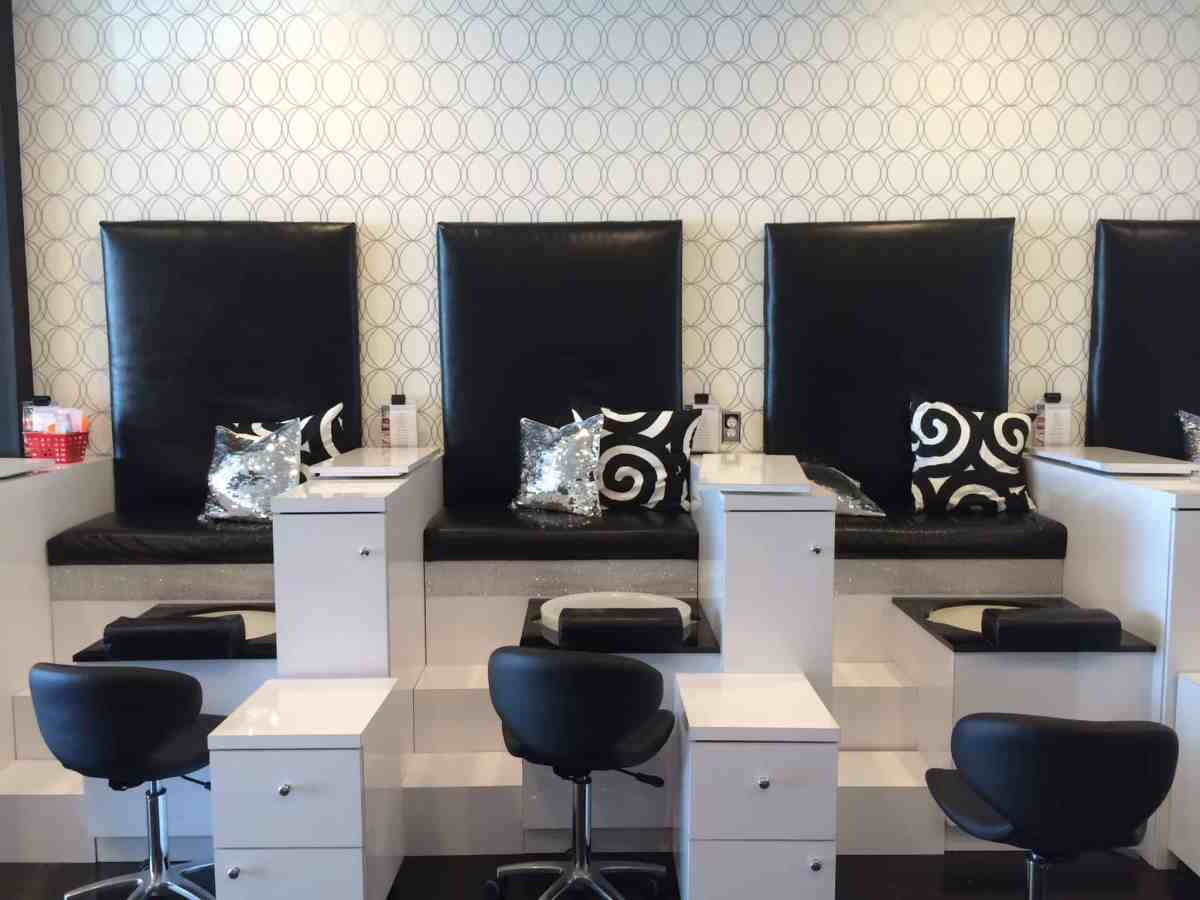 cool salons glo nail bar in costa mesa calif salon fanatic. Black Bedroom Furniture Sets. Home Design Ideas