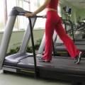¿Dolor del muslo al estirarte o caminar? Considera una distensión de isquiotibiales