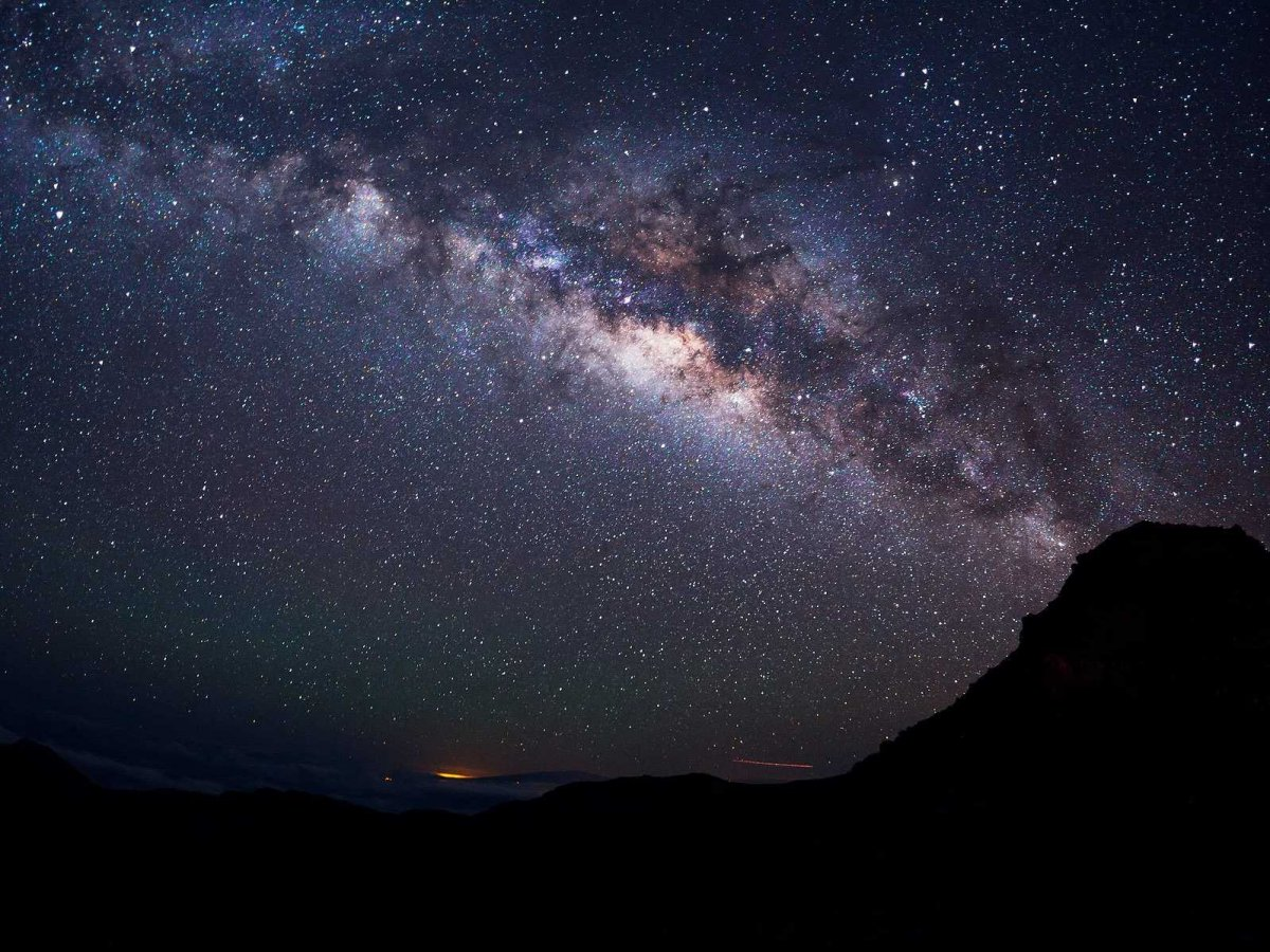 the-summit-of-haleakala-in-haleakala-national-park-hawaii-is-one-of-the-best-places-in-the-world-to-view-the-starry-night-sky