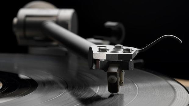Günümüzde birkaç parmak hareketi ile çok çeşitli tarzlarda müziğe ulaşabiliyoruz.