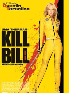 Sarı rengin hâkim olduğu Kill Bill  serisinin ilk filminin afişinde filmin başrolündeki Uma Thurman.