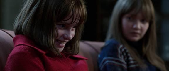 Korku Seansı 2 filminin olumsuz yanı ise bazı sahnelerin filmden bizi uzaklaştırması.