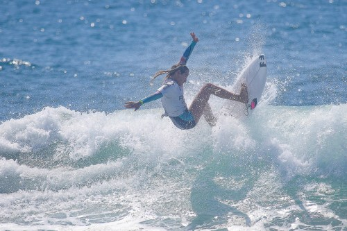 Samantha Sibley nailing a buzzer-beating wave at the RVCA Pro Junior in Newport Beach to win her first WSL contest. Photo: WSL