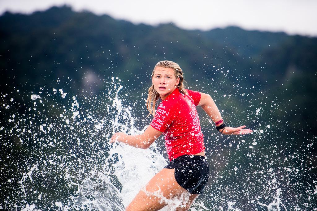 Kirra Pinkerton in Quarter Final Heat 2 of the 2018 Taiwan Open World Junior Championships at Jinzun Harbour, Taiwan. Photo: WSL/Barripp