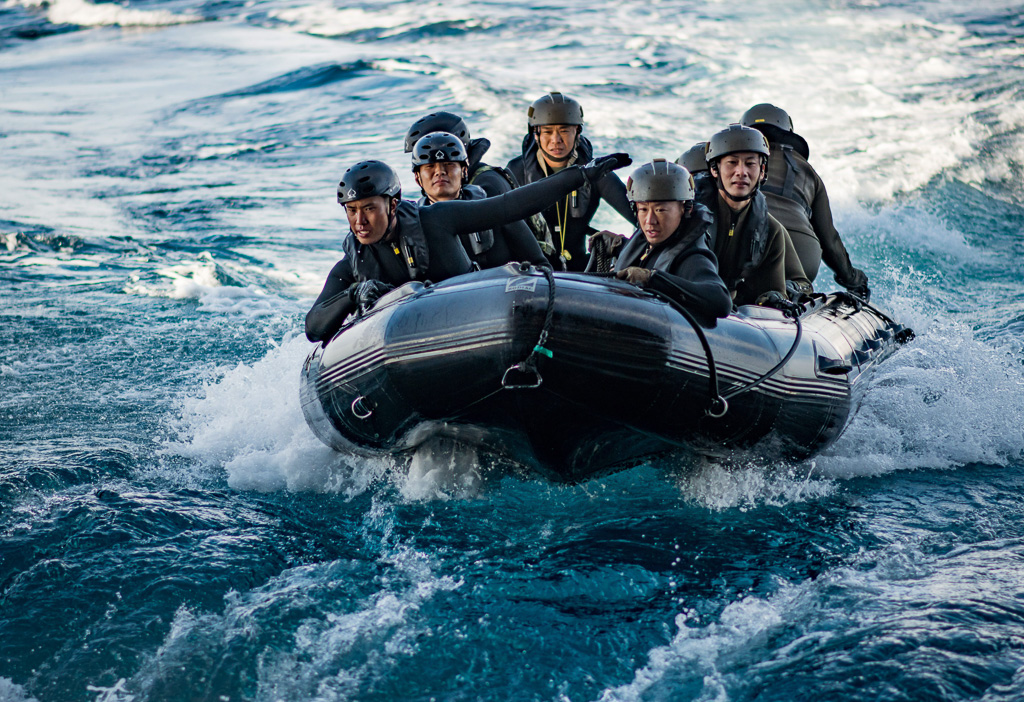 Japan Ground Self-Defense Force soldiers prepare to enter the well deck of the amphibious transport dock ship USS Somerset (LPD 25) in a combat rubber raiding craft during Exercise Iron Fist 2019. Photo: Courtesy of U.S. Navy/Petty Officer 2nd Class Devin M. Langer