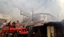 La Municipalidad sigue repartiendo dinero público entre los afectados por el incendio de abril de este año
