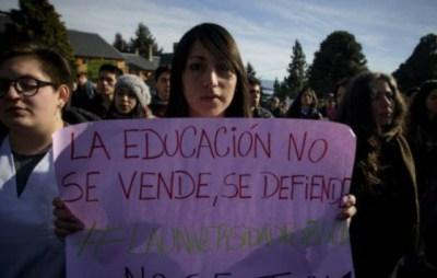 Tercera semana de paro de docentes universitarios en rechazo al recorte del presupuesto - Santa ...
