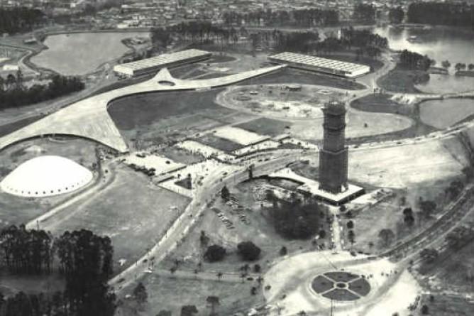 Obelisco do Ibirapuera em construção no ano de 1954.