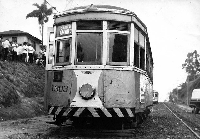 Bonde-Parado-onde-hoje-está-a-Avenida-Vereador-José-Diniz