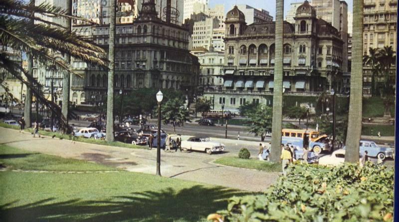 Foto Colorida do Anhangabaú em 1954. Destaque para o edifício Prates