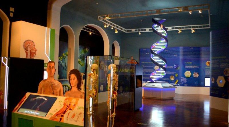 nova-sala-apresenta-diversas-curiosidades-tecnologicas-como-hologramas-e-paineis-interativos