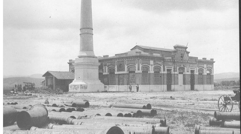 A usina de esgotos (estação de bombeamento) no bairro da Ponte Pequena em 1901.