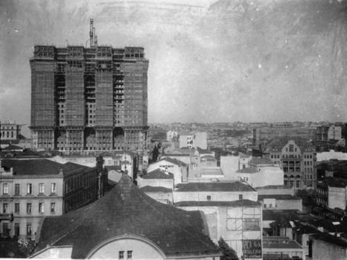 Edifício Martinelli em construção, no final dos anos 20, visto do Mosteiro de São Bento.