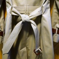 How to properly tie a classic Burberry trench coat knot in two ways in photos (Unisex)