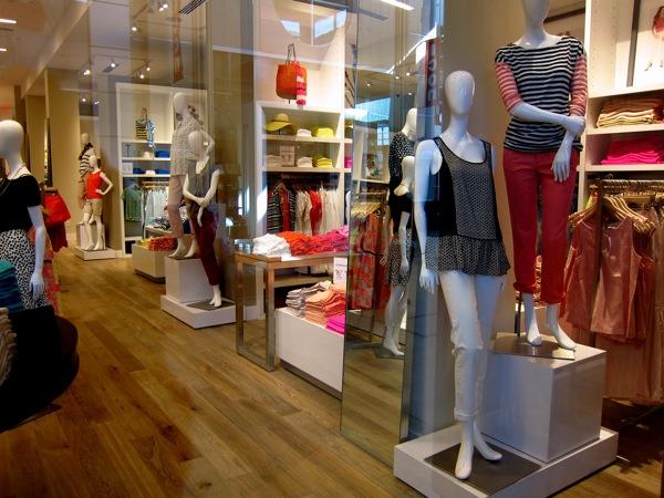 Photograph-Shopping-Clothes-Closet-Wardrobe-4