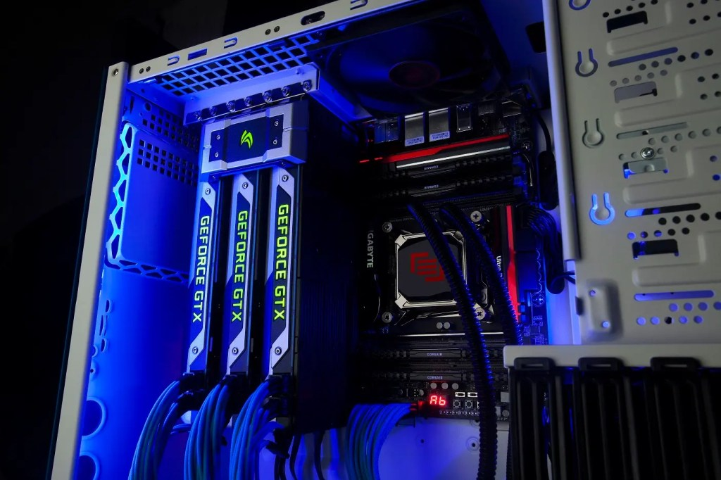 MAINGEAR SHIFT with 3-way GTX 980