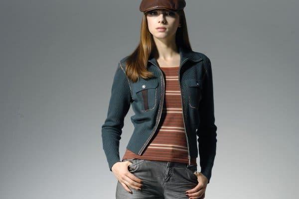djevojka s kapom