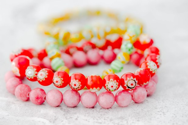 Are you looking to get into making your own beaded bracelets?? Well this is a simple five minute tutoail will give you a stepe by step tutorial on how to make your beaded bracelet! Make this easy beaded bracelet DIY..