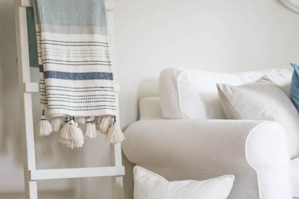 White Dipped Blanket Ladder DIY