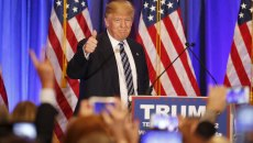 U.S. Republican presidential candidate Donald Trump walks to the podium at a press event at his Trump International Golf Club in West Palm Beach, Florida, March 5, 2016. REUTERS/Joe Skipper