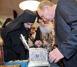 Vénération de la ceinture de la Vierge par Vladimir Poutine.