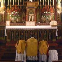 Epiphanie2012 - Prières au bas de l'autel.
