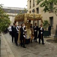 Fête-Dieu 2012 : procession dans les rues de Paris