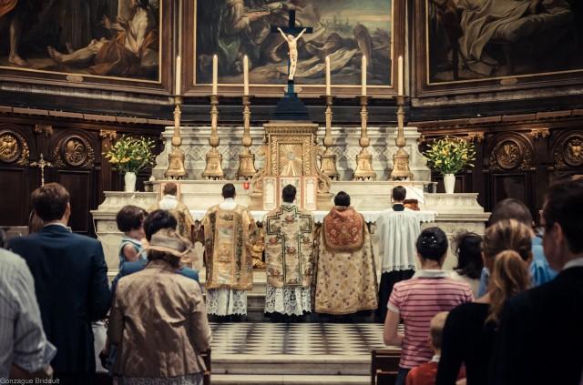Première messe de M. l'Abbé Bertrand Lacroix, fssp, en la Basilique Notre-Dame-des-Victoires (Paris II)