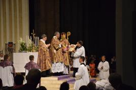 04 Chant solennel par l'évêque de 3 invocations spéciales pour les ordinants au milieu des litanies © Schola Sainte Cécile