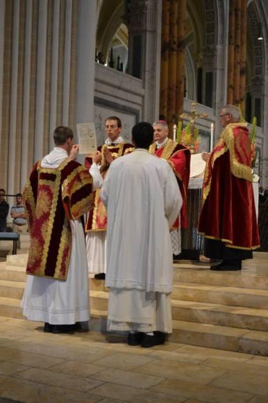 42 - Messe pontificale du lundi de Pentecôte célébrée par Mgr Aillet dans la cathédrale de Chartres - Ite, missa est