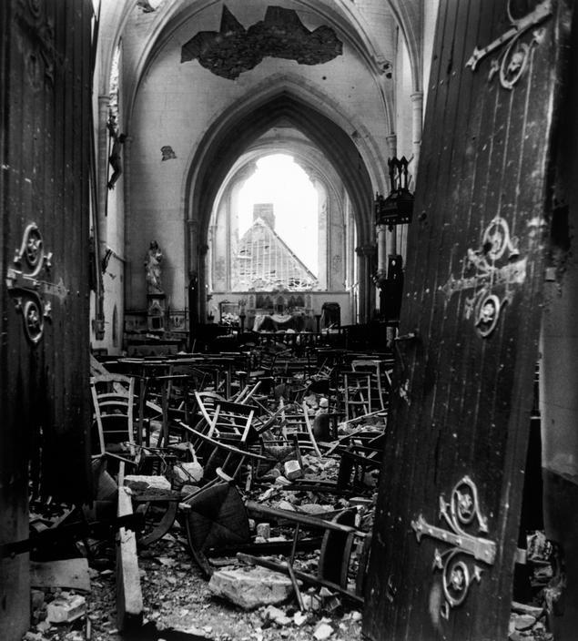 Eglise en ruine près de Saint-Lô