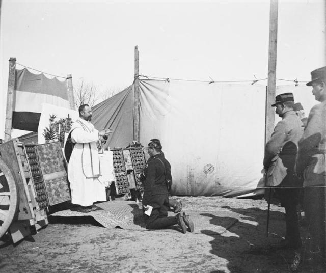 1915 - Une messe à la 43e batterie du 29e régiment d'artillerie entre Oostduinkerke et Nieuport