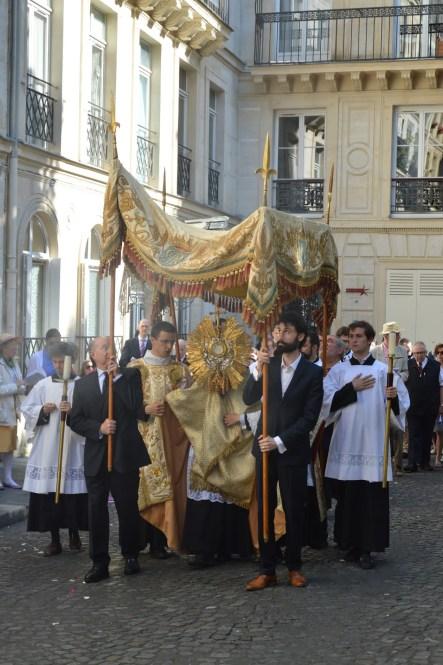 22-Procession de la Fête-Dieu