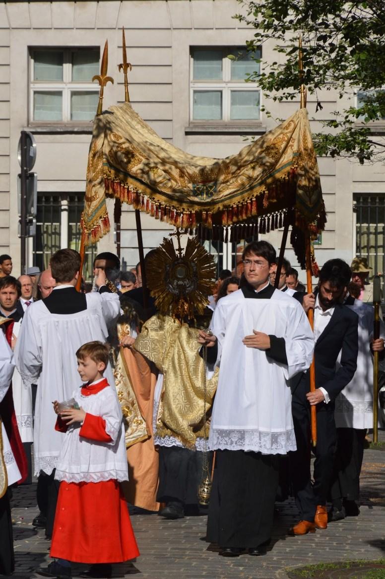 27-Procession de la Fête-Dieu