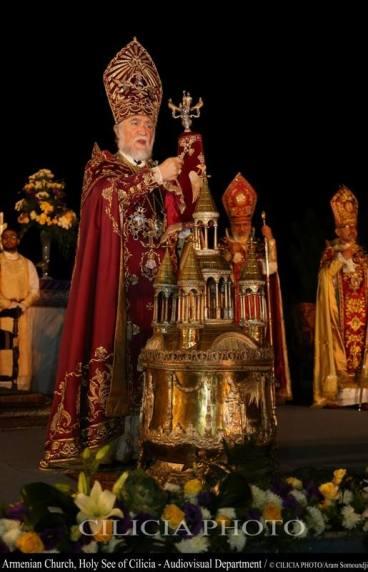 13-Consécration du saint myron par Aram Ier