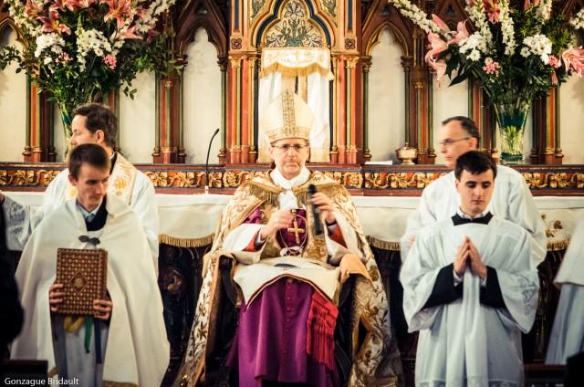 Installation de notre nouveau curé, l'Abbé Marc Guelfucci, par Mgr de Dinechin
