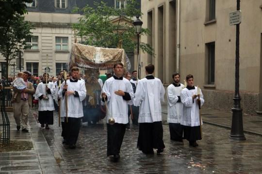 Retour de la procession du Très-Sacrement