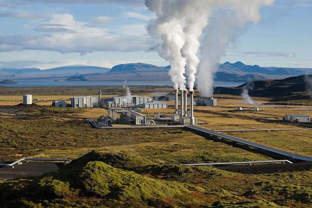 La centrale geotermica di Nesjavellir, in Islanda. Fonte Wikipedia