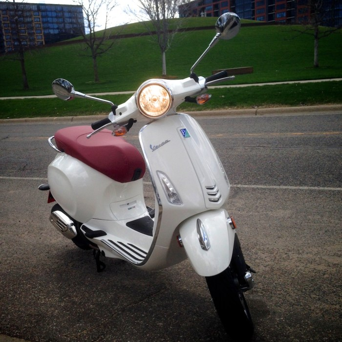 ScooterFile First Ride - 2014 Vespa Primavera 150 3Vie 15