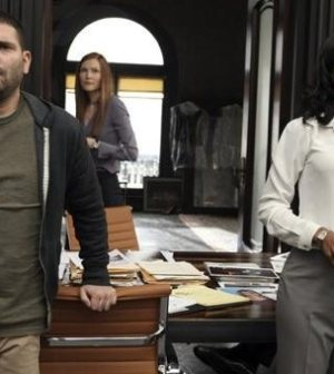 Guillermo Diaz, Darby Stanchfield & Kerry Washington in Scandal. Photo by Danny Feld/ © ABC
