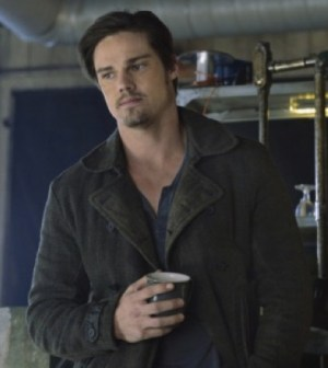 Jay Ryan as Vincent. Image © The CW Network