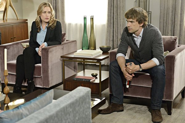 """""""Crackity Jones"""" Episode 407 -- Pictured: (l-r) Piper Perabo as Annie Walker, Christopher Gorham as Auggie Anderson -- (Photo by: Ben Mark Holzberg/USA Network)"""