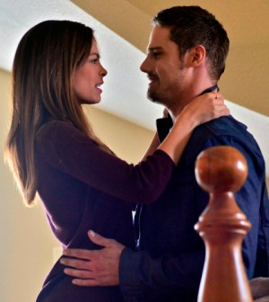 Pictured (L-R): Kristin Kreuk as Catherine and Jay Ryan as Vincent -- Photo: Sven Frenzel/The CW