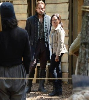 Tom Mison as Ichabod Crane, Nicole Beharie as Abbie Mills -- Photo by: Brownine Harris/FOX
