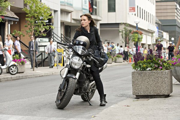Pictured: Piper Perabo as Annie Walker -- (Photo by: Christos Kalohoridis/USA Network)