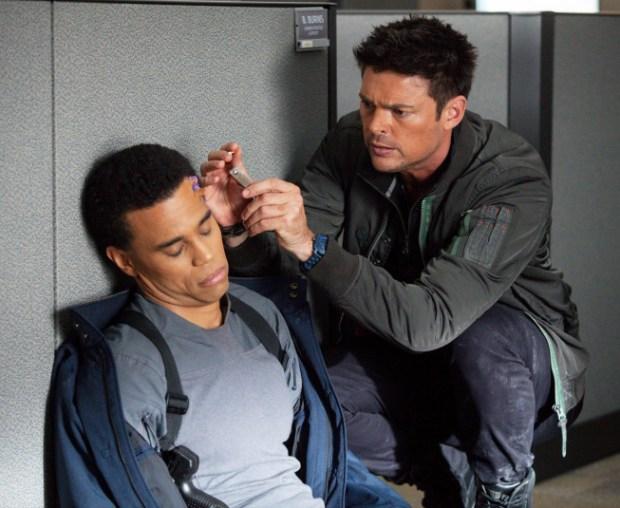 Det. John Kennex (Karl Urban, R) assists Dorian (Michael Ealy, L). Co. Cr: Liane Hentscher/FOX