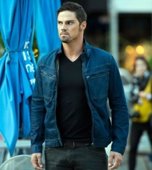 Jay Ryan as Vincent. Image © CW Network