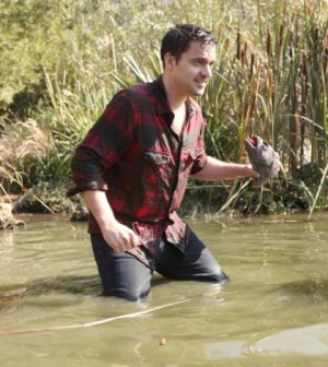 """Nick (Jake Johnson) tries out his survival skills in New Girl's """"Thanksgiving III"""" Episode. Co.  Cr:  Adam Taylor/FOX"""